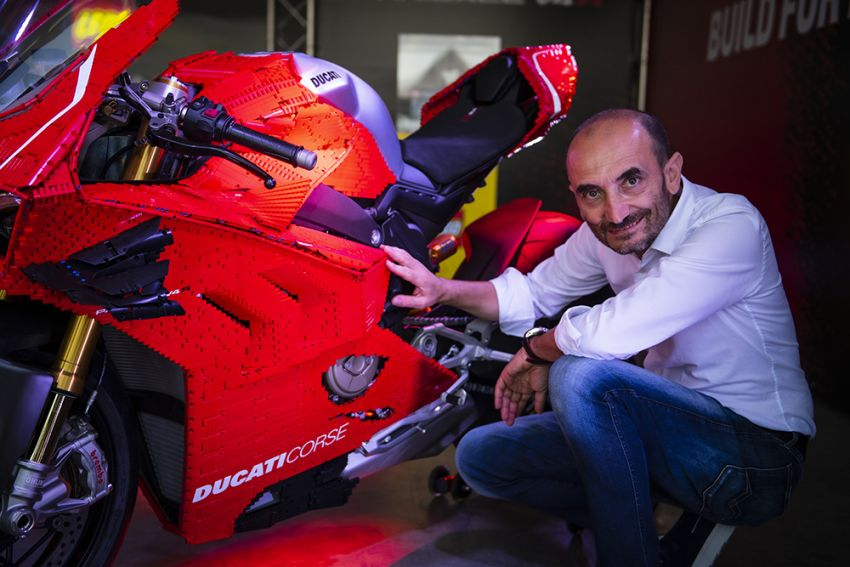 The life-sized Lego model of the Ducati Panigale V4R Image #1134466