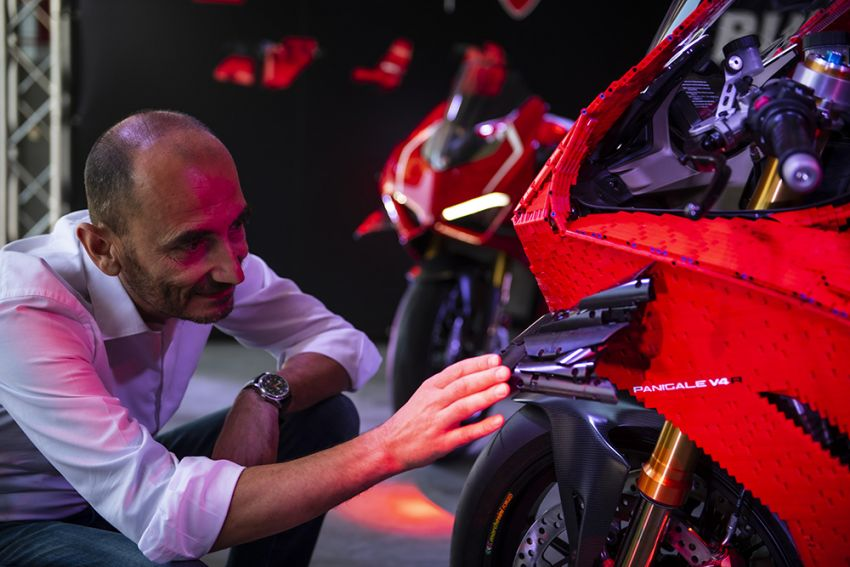 The life-sized Lego model of the Ducati Panigale V4R Image #1134467