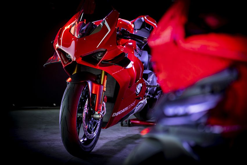 The life-sized Lego model of the Ducati Panigale V4R Image #1134450