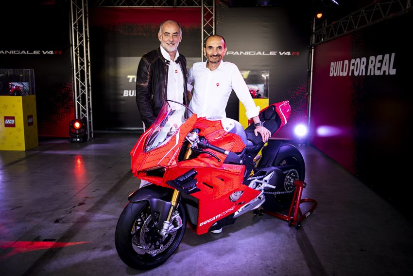 The life-sized Lego model of the Ducati Panigale V4R Image #1134469