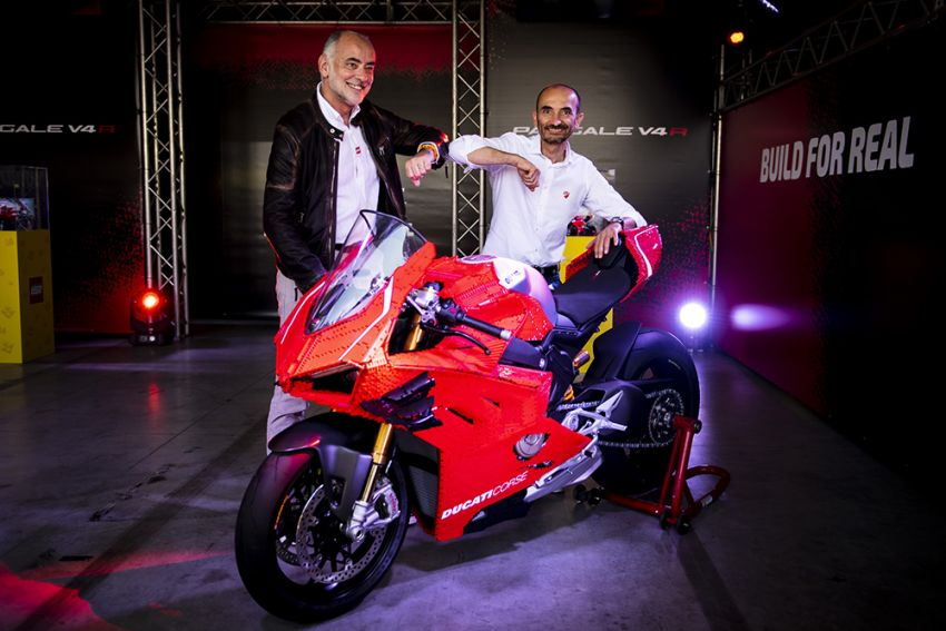 The life-sized Lego model of the Ducati Panigale V4R Image #1134470