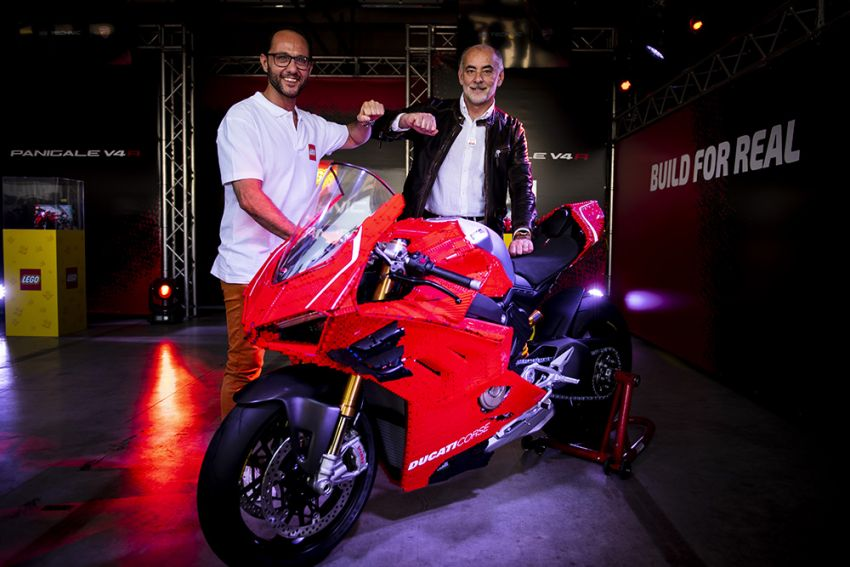 The life-sized Lego model of the Ducati Panigale V4R Image #1134472