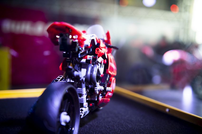 The life-sized Lego model of the Ducati Panigale V4R Image #1134473