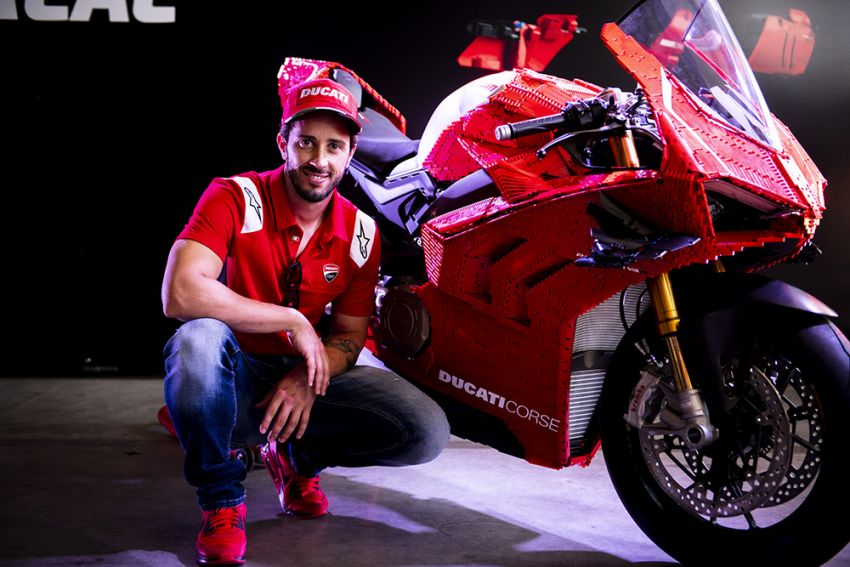 The life-sized Lego model of the Ducati Panigale V4R Image #1134474
