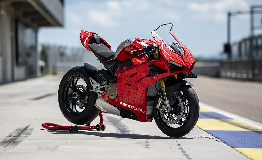 The life-sized Lego model of the Ducati Panigale V4R Image #1134477