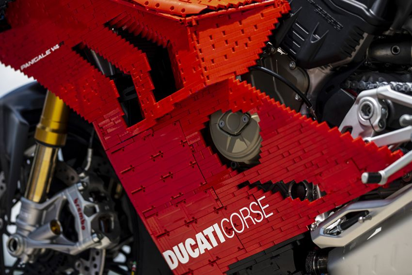 The life-sized Lego model of the Ducati Panigale V4R Image #1134480