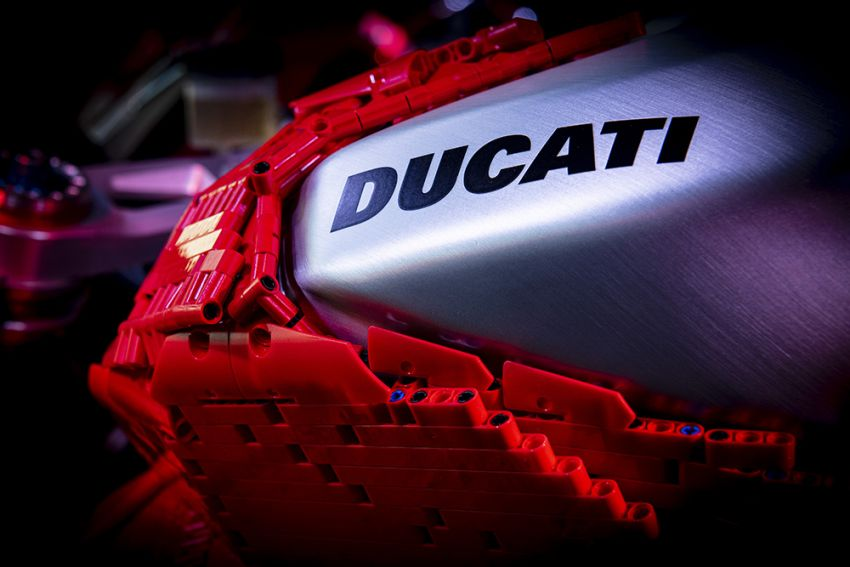 The life-sized Lego model of the Ducati Panigale V4R Image #1134452
