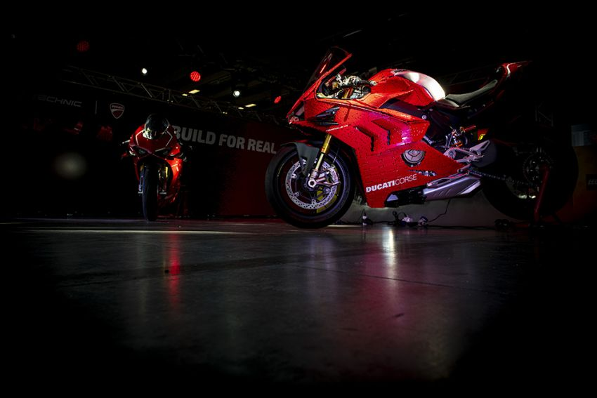 The life-sized Lego model of the Ducati Panigale V4R Image #1134456