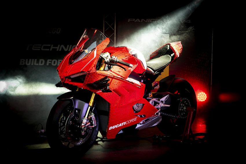 The life-sized Lego model of the Ducati Panigale V4R Image #1134458