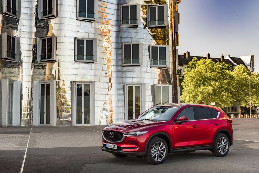 2020 Mazda CX-5 in Europe – new Polymetal Grey, cylinder deactivation, improved refinement and safety Image #1137412