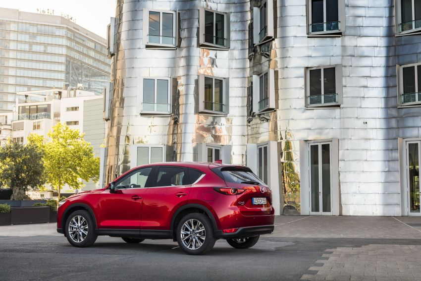 2020 Mazda CX-5 in Europe – new Polymetal Grey, cylinder deactivation, improved refinement and safety Image #1137416