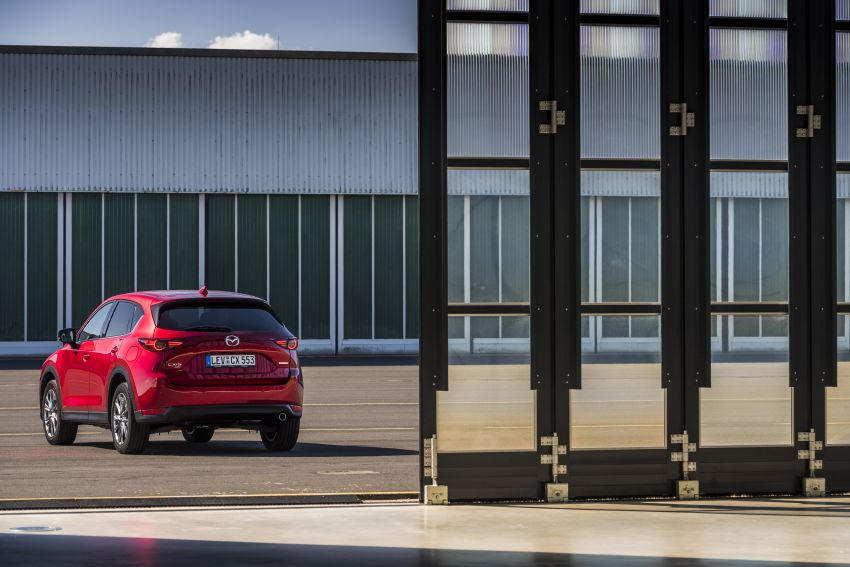 2020 Mazda CX-5 in Europe – new Polymetal Grey, cylinder deactivation, improved refinement and safety Image #1137418