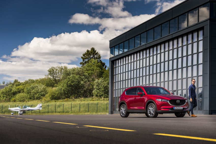 2020 Mazda CX-5 in Europe – new Polymetal Grey, cylinder deactivation, improved refinement and safety Image #1137426