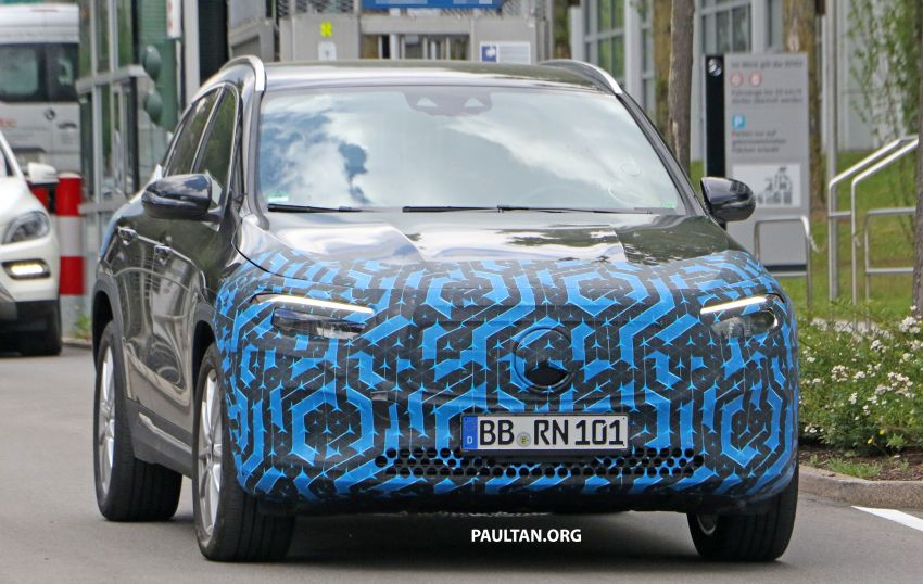 SPIED: Mercedes-Benz EQA testing with less disguise Image #1129538