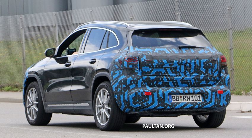 SPIED: Mercedes-Benz EQA testing with less disguise Image #1129528