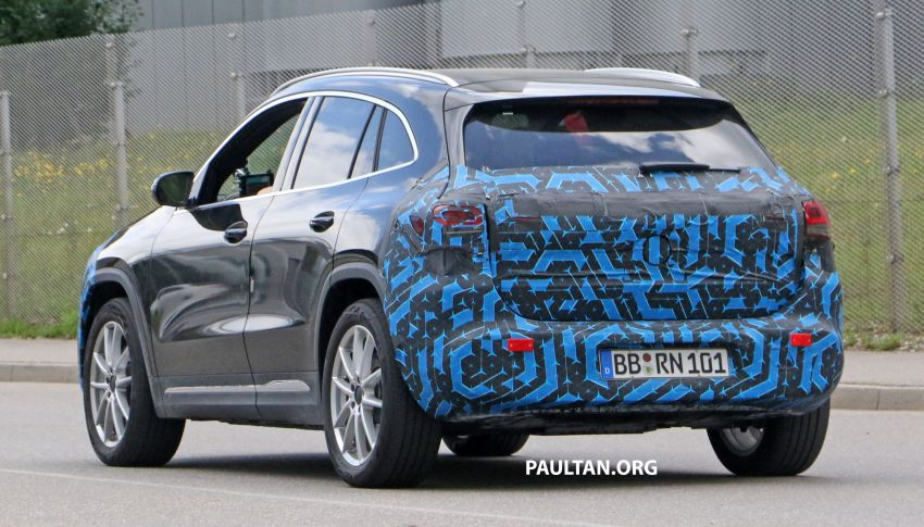 SPIED: Mercedes-Benz EQA testing with less disguise Image #1129527