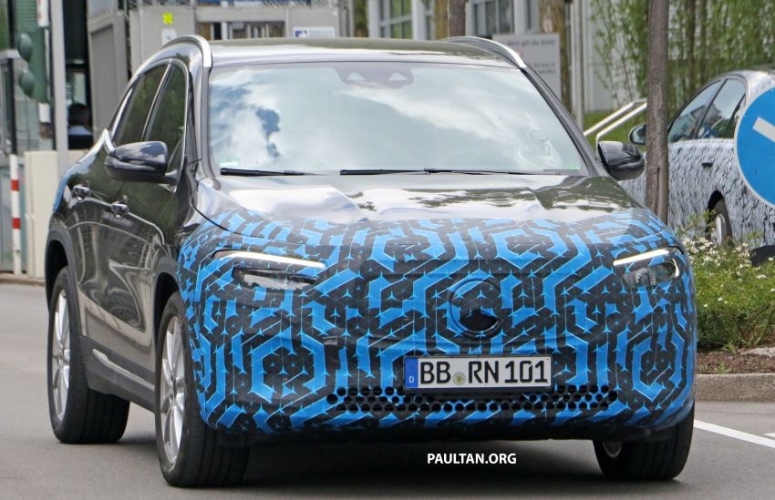 SPIED: Mercedes-Benz EQA testing with less disguise Image #1129537