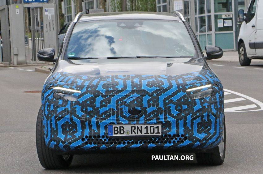 SPIED: Mercedes-Benz EQA testing with less disguise Image #1129534