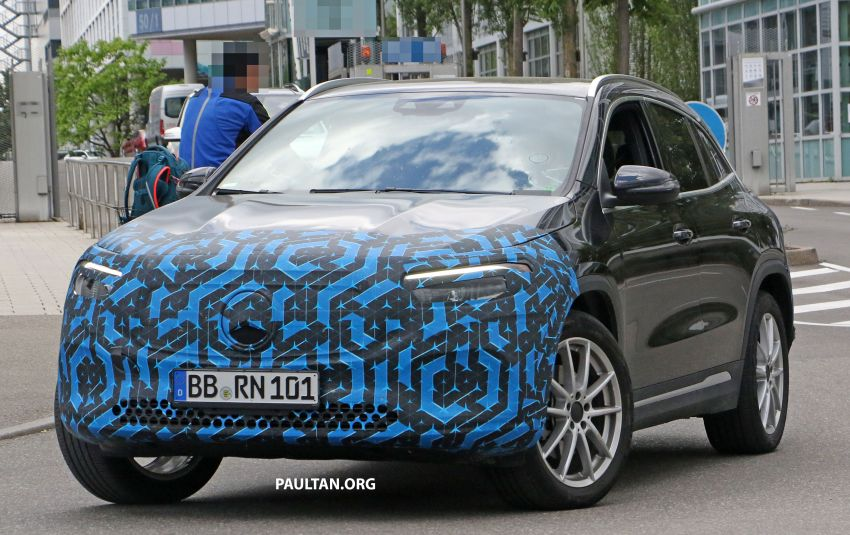SPIED: Mercedes-Benz EQA testing with less disguise Image #1129533
