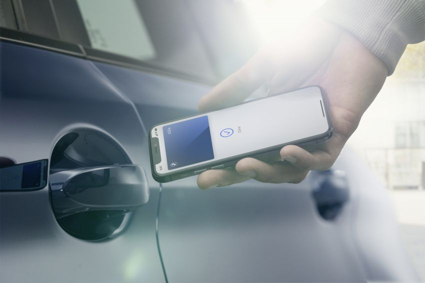 BMW to be the first carmaker to support Apple's new CarKey feature – use your iPhone as a digital car key Image #1134171