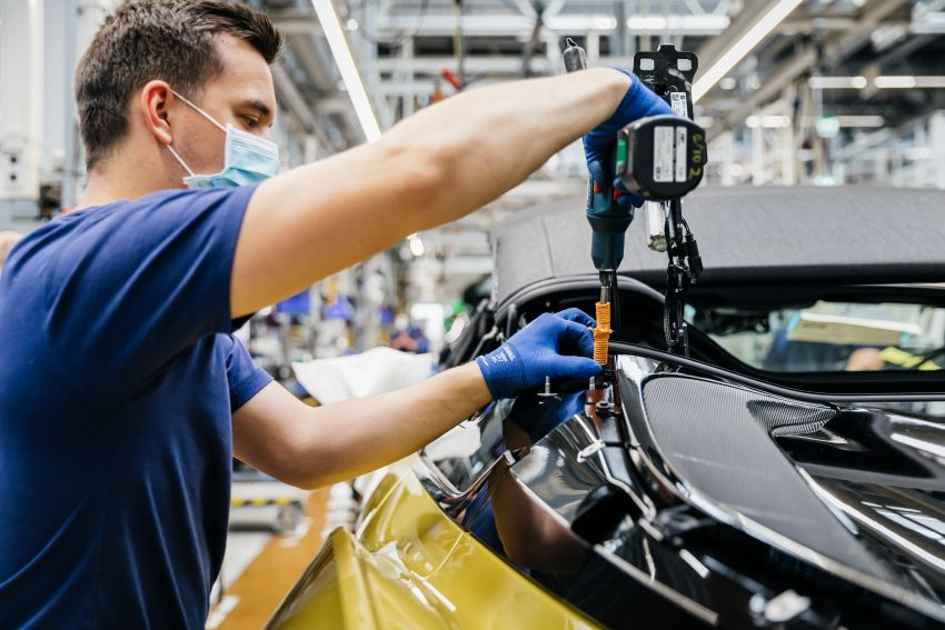 BMW i8 production ends with 18 special coloured cars Image #1137135
