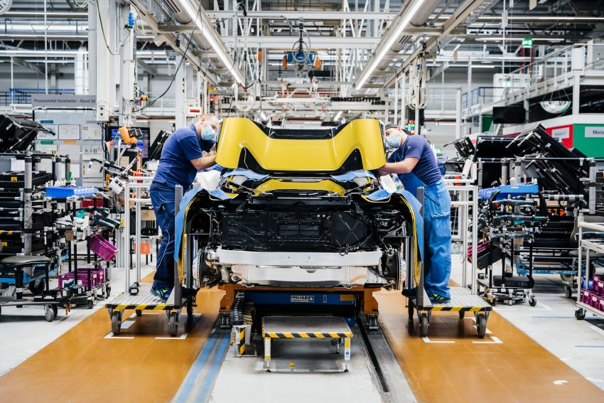 BMW i8 production ends with 18 special coloured cars Image #1137136