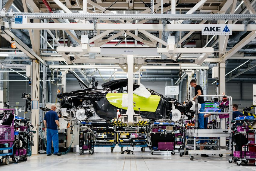 BMW i8 production ends with 18 special coloured cars Image #1137141