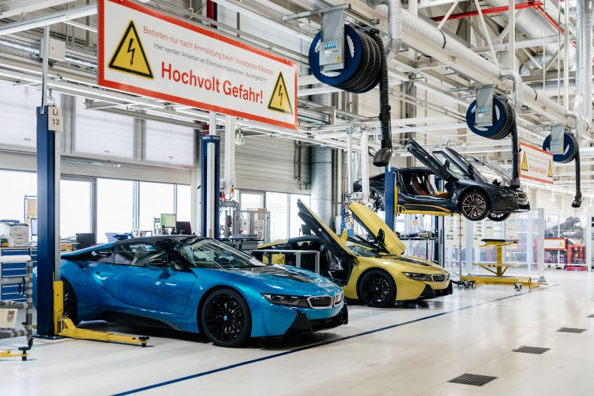 BMW i8 production ends with 18 special coloured cars Image #1137158