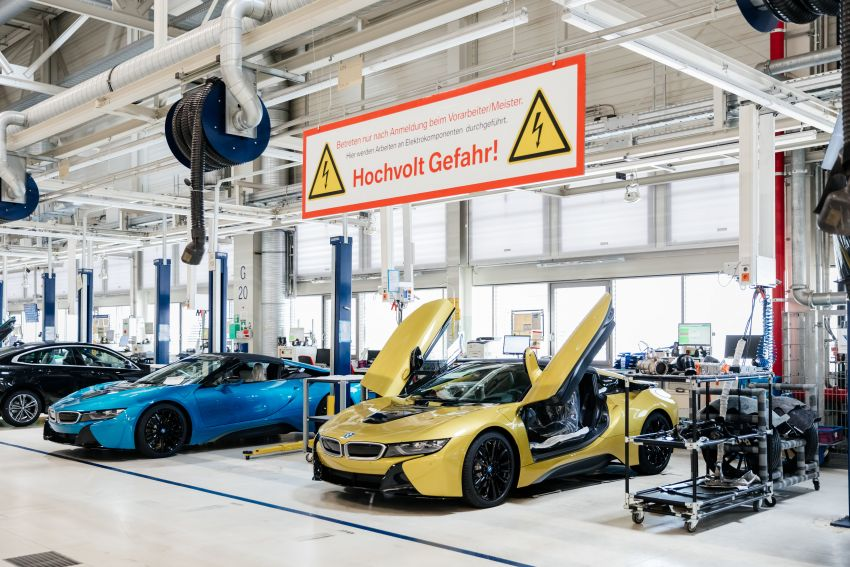 BMW i8 production ends with 18 special coloured cars Image #1137159