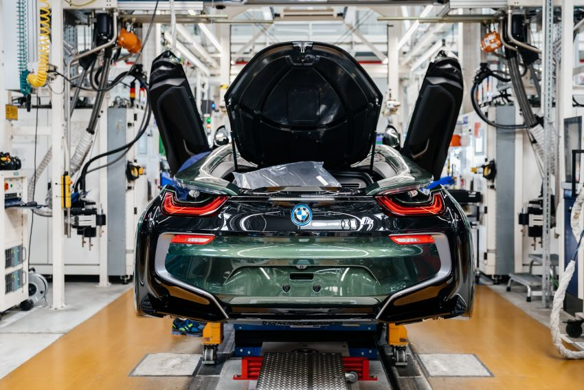 BMW i8 production ends with 18 special coloured cars Image #1137160