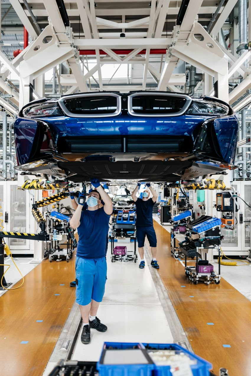 BMW i8 production ends with 18 special coloured cars Image #1137166