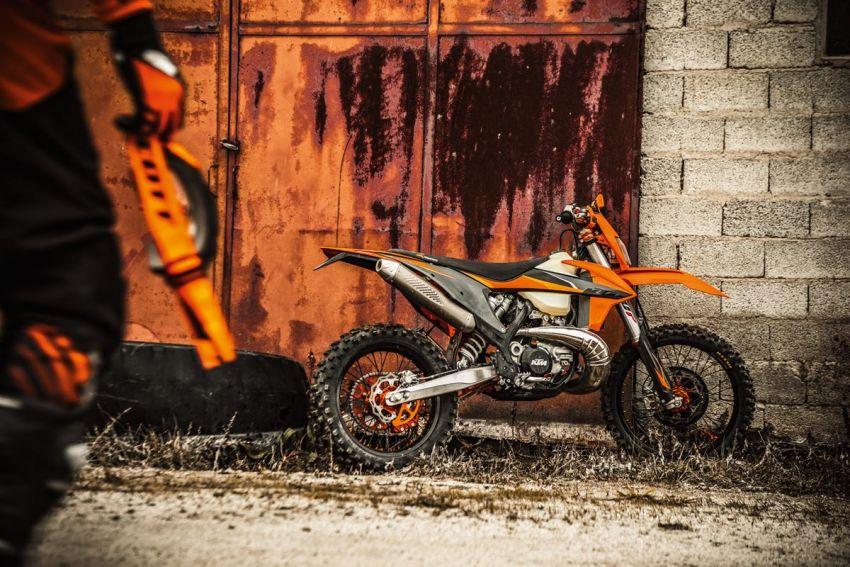 KTM unveils 2021 EXC motocross and enduro bikes Image #1135748
