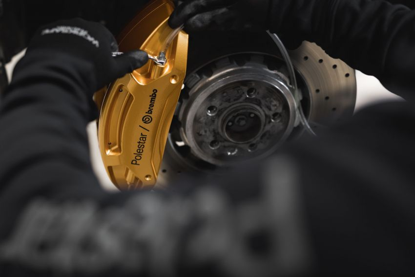 Polestar 2 with Performance Pack upgrade – Öhlins dampers, Brembo brakes, 20-inch forged wheels Image #1136080