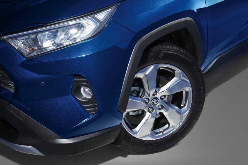 2020 Toyota RAV4 SUV launched in Malaysia – CBU Japan, 2.0L CVT RM196,500, 2.5L 8AT RM215,700 Image #1132454