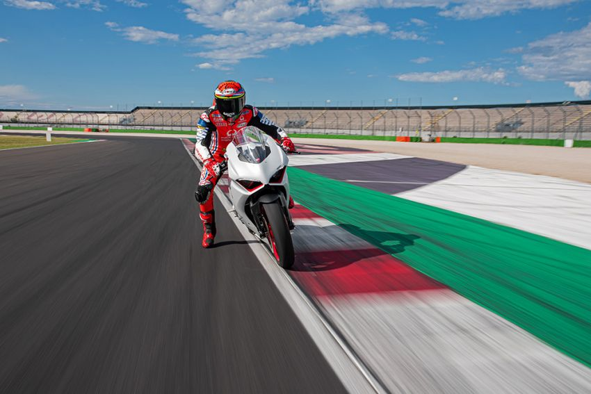 2020 Ducati Panigale V2 now in White Rosso colour scheme, Malaysia launch in July pending approval Image #1139738