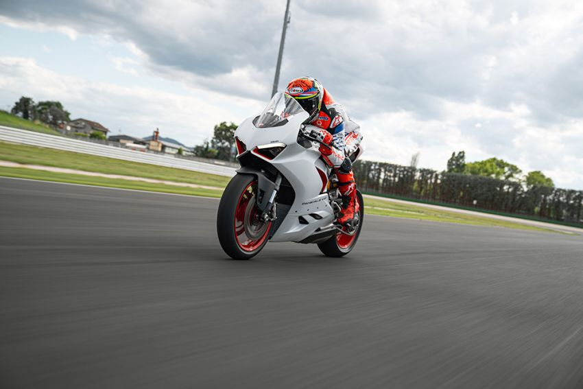 2020 Ducati Panigale V2 now in White Rosso colour scheme, Malaysia launch in July pending approval Image #1139749