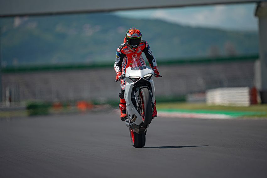 2020 Ducati Panigale V2 now in White Rosso colour scheme, Malaysia launch in July pending approval Image #1139757