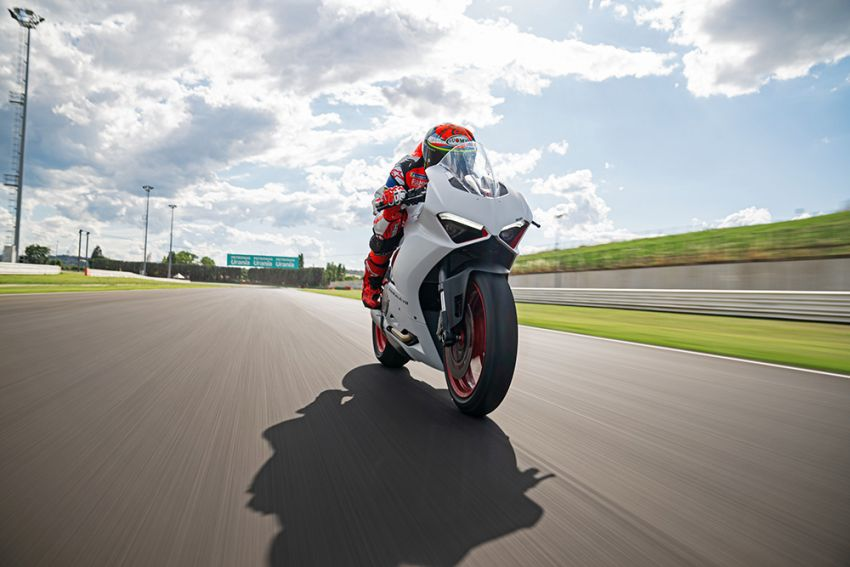 2020 Ducati Panigale V2 now in White Rosso colour scheme, Malaysia launch in July pending approval Image #1139770