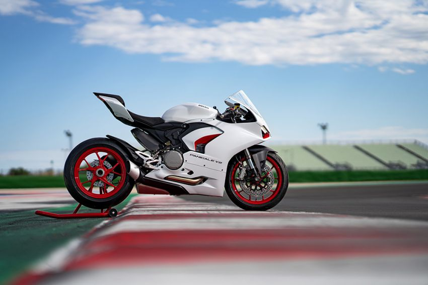 2020 Ducati Panigale V2 now in White Rosso colour scheme, Malaysia launch in July pending approval Image #1139773