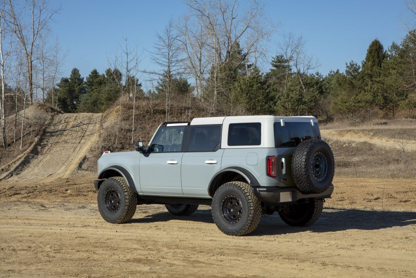 Sixth-generation Ford Bronco debuts – two EcoBoost petrols, removable panels and washable interior Image #1145060