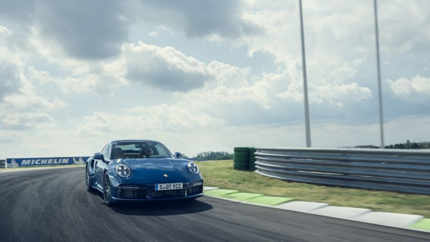 992 Porsche 911 Turbo – 580 PS/750 Nm, optional Lightweight Design package offers 30 kg reduction Image #1147500