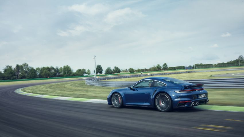 992 Porsche 911 Turbo – 580 PS/750 Nm, optional Lightweight Design package offers 30 kg reduction Image #1147506