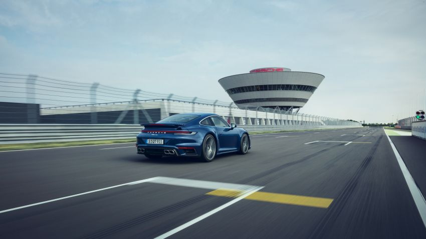 992 Porsche 911 Turbo – 580 PS/750 Nm, optional Lightweight Design package offers 30 kg reduction Image #1147505
