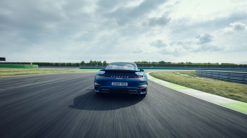 992 Porsche 911 Turbo – 580 PS/750 Nm, optional Lightweight Design package offers 30 kg reduction Image #1147504