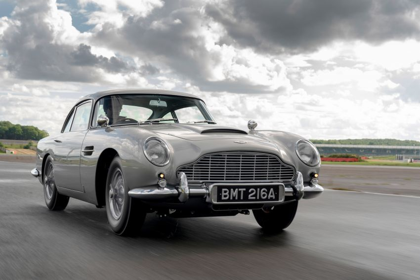Aston Martin DB5 <em>Goldfinger</em> Continuation – first customer car of 25 completed; 4,500 hours of work Image #1144013