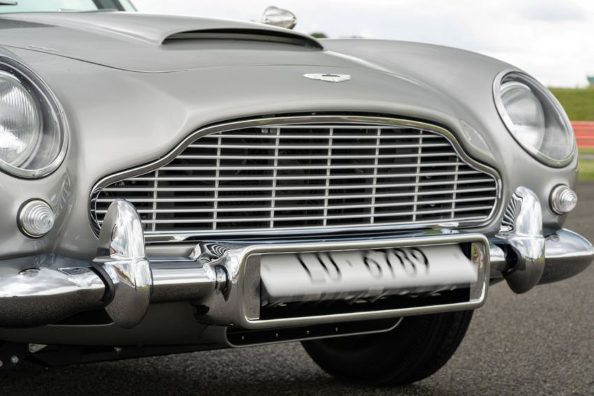 Aston Martin DB5 <em>Goldfinger</em> Continuation – first customer car of 25 completed; 4,500 hours of work Image #1144028