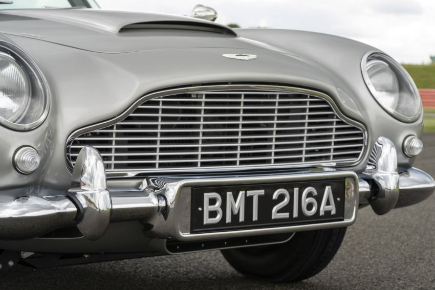 Aston Martin DB5 <em>Goldfinger</em> Continuation – first customer car of 25 completed; 4,500 hours of work Image #1144029
