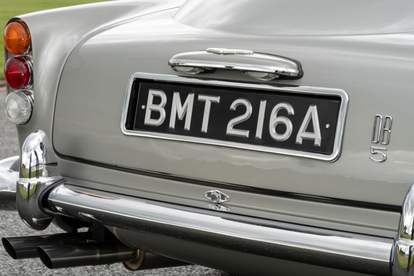 Aston Martin DB5 <em>Goldfinger</em> Continuation – first customer car of 25 completed; 4,500 hours of work Image #1144030