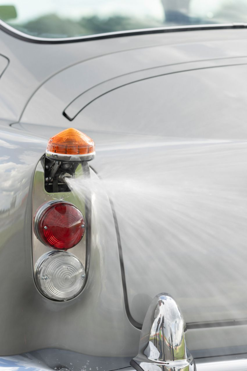 Aston Martin DB5 <em>Goldfinger</em> Continuation – first customer car of 25 completed; 4,500 hours of work Image #1144033