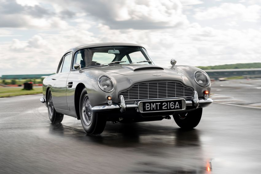 Aston Martin DB5 <em>Goldfinger</em> Continuation – first customer car of 25 completed; 4,500 hours of work Image #1144014